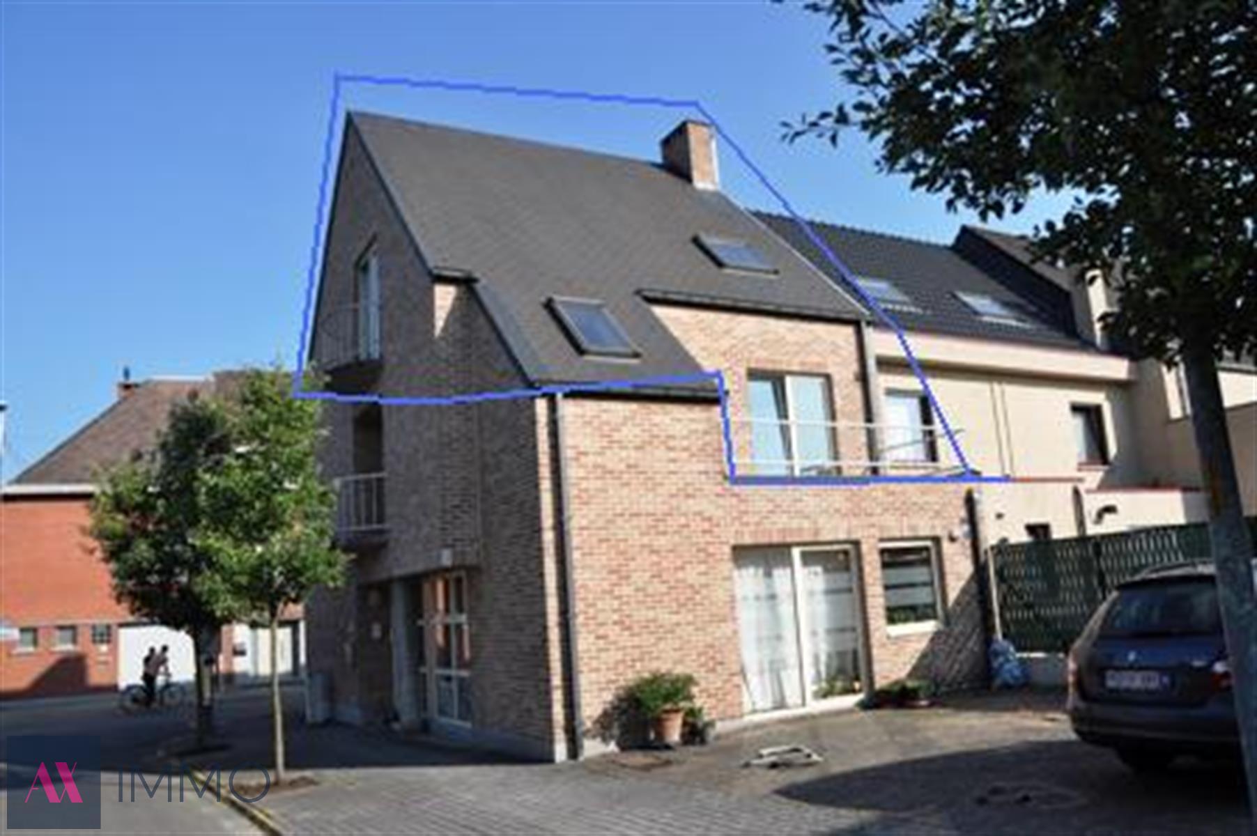 Duplex-appartement met 3 slaapkamers en terras gelegen in het centrum van Lebbeke, vrij vanaf 01/03/2020