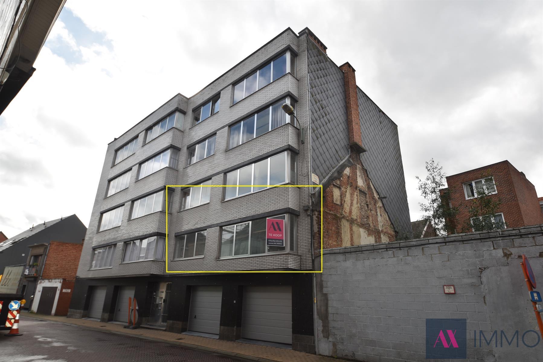 Centraal gelegen, gerenoveerd 3 slpk.-appartement (+/- 100 m²) op de 1ste verdieping, met lift en mogelijkheid tot het huren van een overdekte staanplaats in de gemeenschappelijke garage