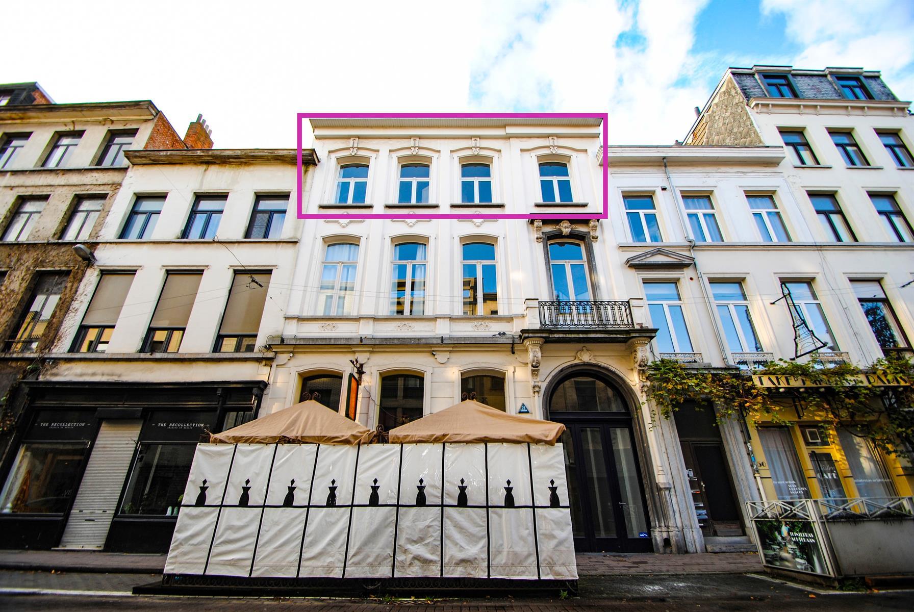 Ruim lichtrijk app met groot terras te Kloosterstraat